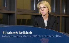 Blaue Couch – Elisabeth Beikirch