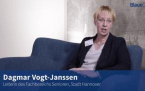 Blaue Couch – Dagmar Vogt-Janssen