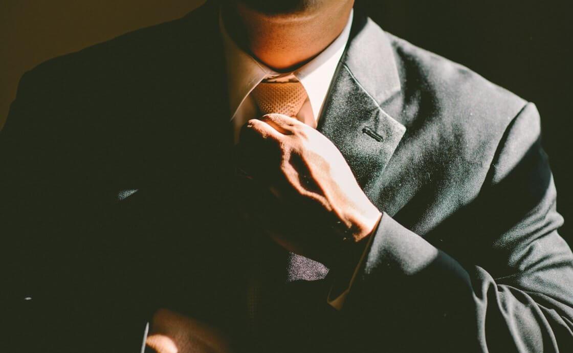 Personalwechsel - Anzug - Krawatte